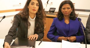 Lawyer Amal Clooney (L) sits with Laila Ali, the wife of Mohammed Nasheed, during a news conference in central London, Britain October 5, 2015. Lawyers working to release the jailed former President of the Maldives Nasheed are seeking travel bans and targeted financial sanctions against top Maldivian officials as they step up efforts to free the islands' first democratically elected leader.  REUTERS/Peter Nicholls