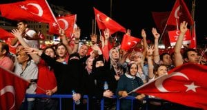 Supporters of Turkish President Tayyip Erdogan shout slogans and wave Turkish national flags during a pro-government demonstration on Taksim square in Istanbul, Turkey, July 18, 2016. Picture taken July 18, 2016.  REUTERS/Ammar Awad