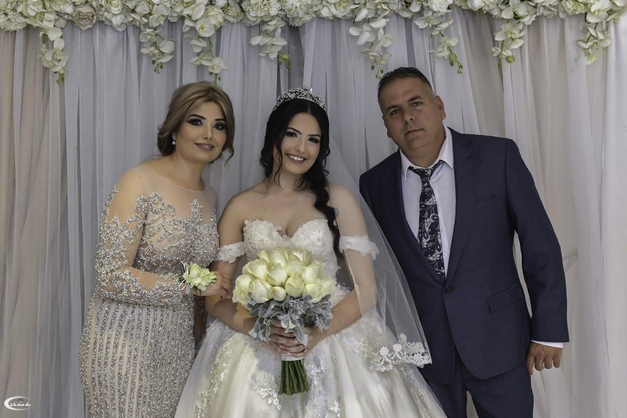 العروس مع والدتها وخالها شربل