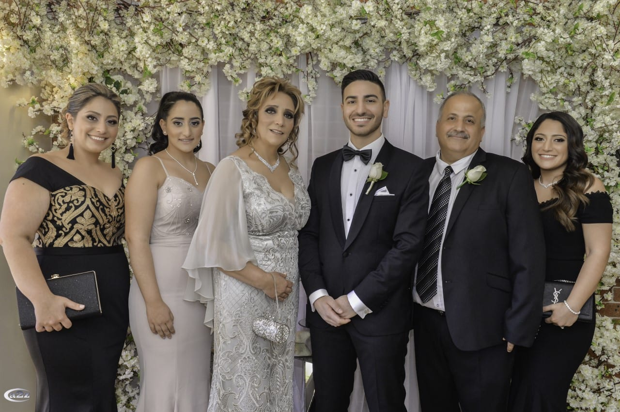 العريس مع اهل العريس